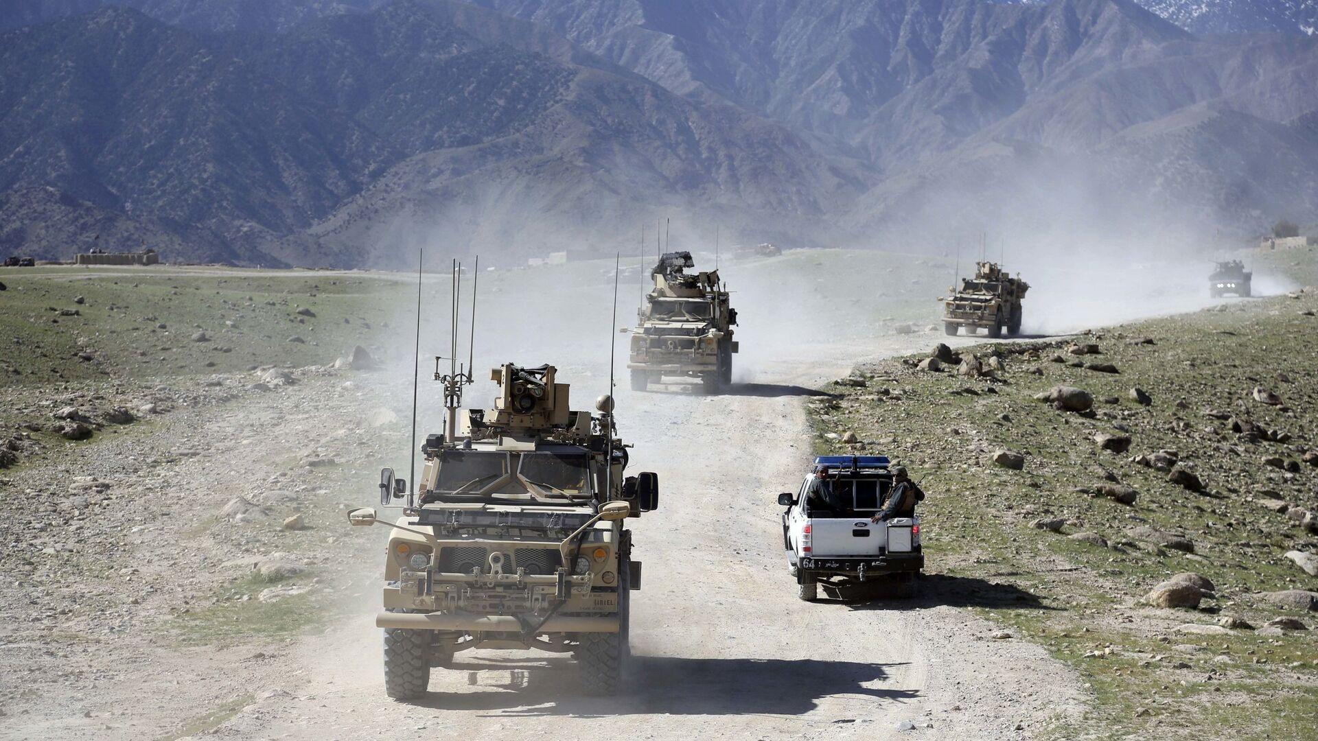 Convoglio di militari afghani e americani nella provincia di Nangarhar, in Afghanistan - Sputnik Italia, 1920, 20.05.2021