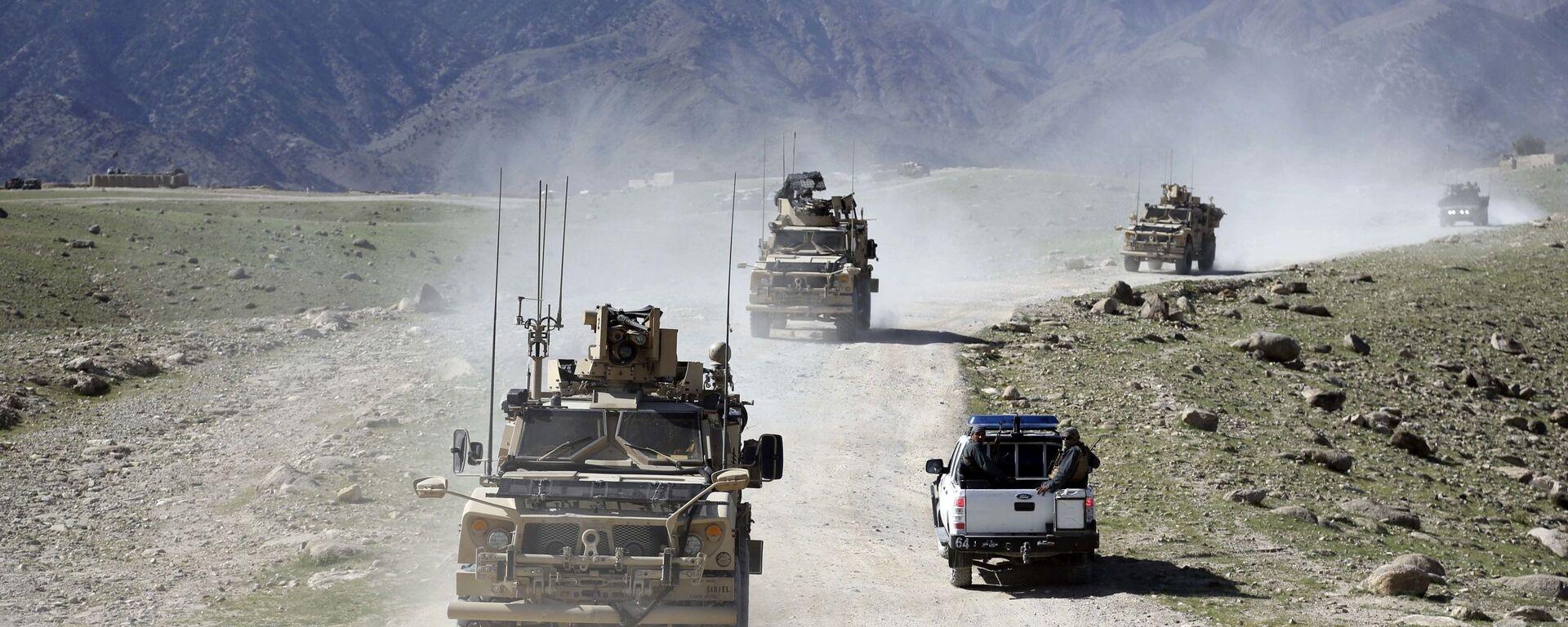 Convoglio di militari afghani e americani nella provincia di Nangarhar, in Afghanistan - Sputnik Italia, 1920, 15.04.2021