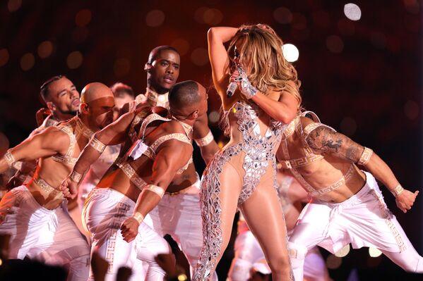 La performance di Jennifer Lopez al Super Bowl (la finale del campionato della National Football League) negli USA. - Sputnik Italia