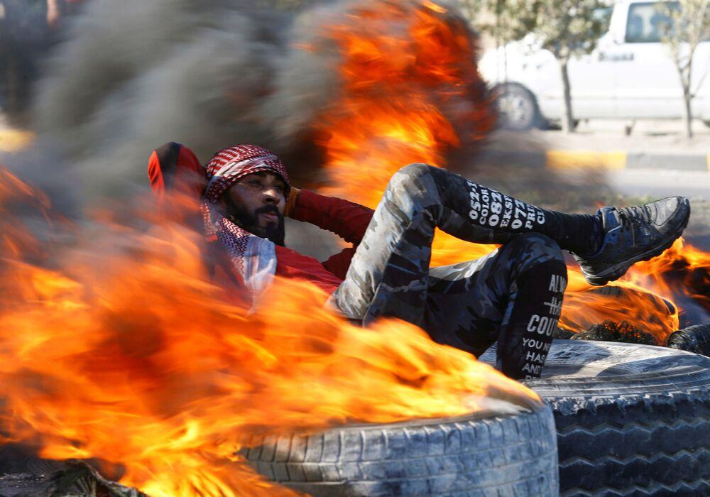 Un manifestante a Najaf, in Iraq, durante le proteste antigovernative.