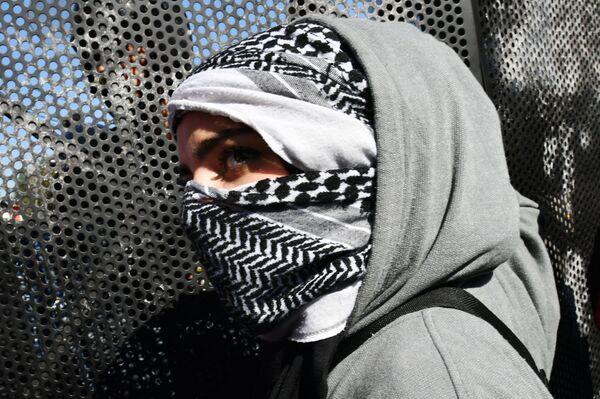 Una ragazza durante le proteste davanti all'Ambasciata degli Stati Uniti a Beirut contro l'affare del secolo proposto da Donald Trump per stabilire pace tra Israele e Palestina. - Sputnik Italia