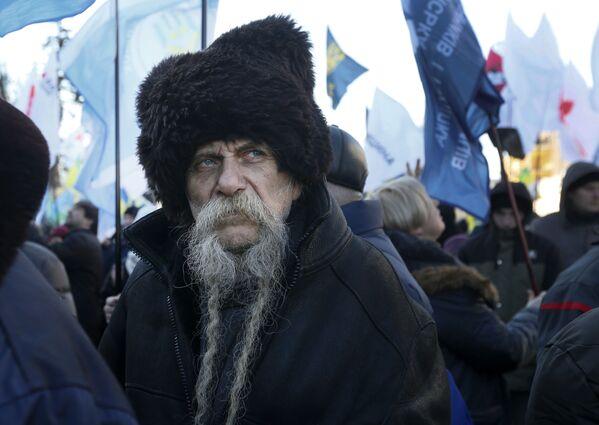 Un manifestante a Kiev, in Ucraina. - Sputnik Italia