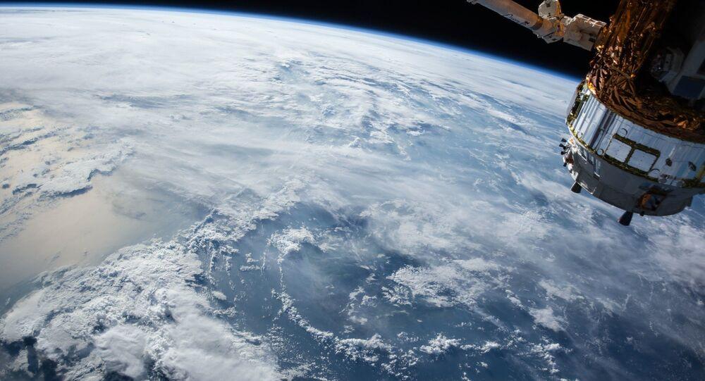 Un satellite in orbita