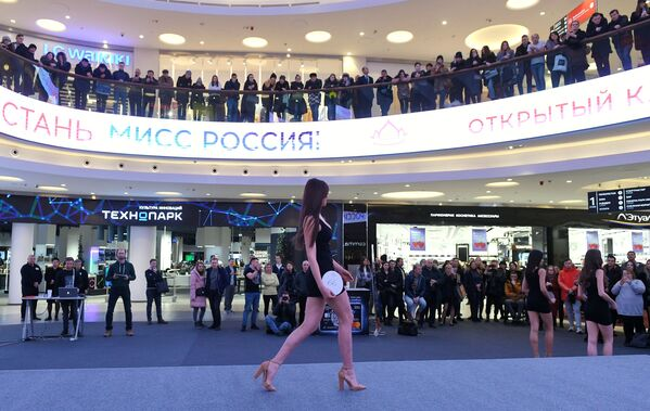 Una partecipante al casting Miss Russia 2020 a Mosca. - Sputnik Italia