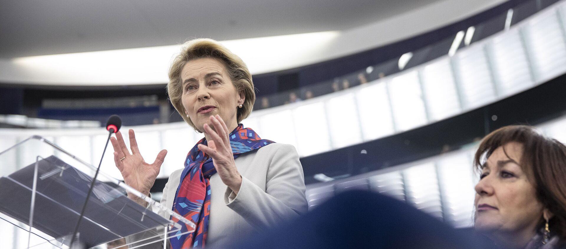 Il presidente della Commissione Europea Ursula von der Leyen  - Sputnik Italia, 1920, 03.12.2020