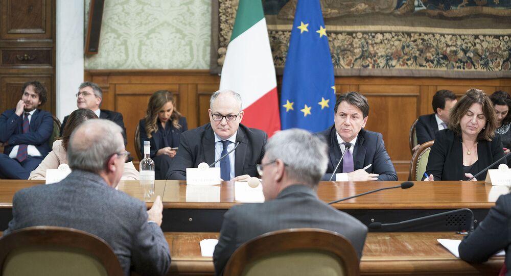 Roma, 17/01/2020 - Il Presidente del Consiglio, Giuseppe Conte, e il ministro dell'economia e delle finanze, Roberto Gualtieri, in riunione con i sindacati a Palazzo Chigi.