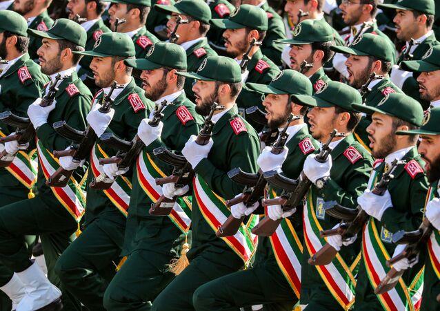 Parata dei pasdaran a Teheran (foto d'archivio)