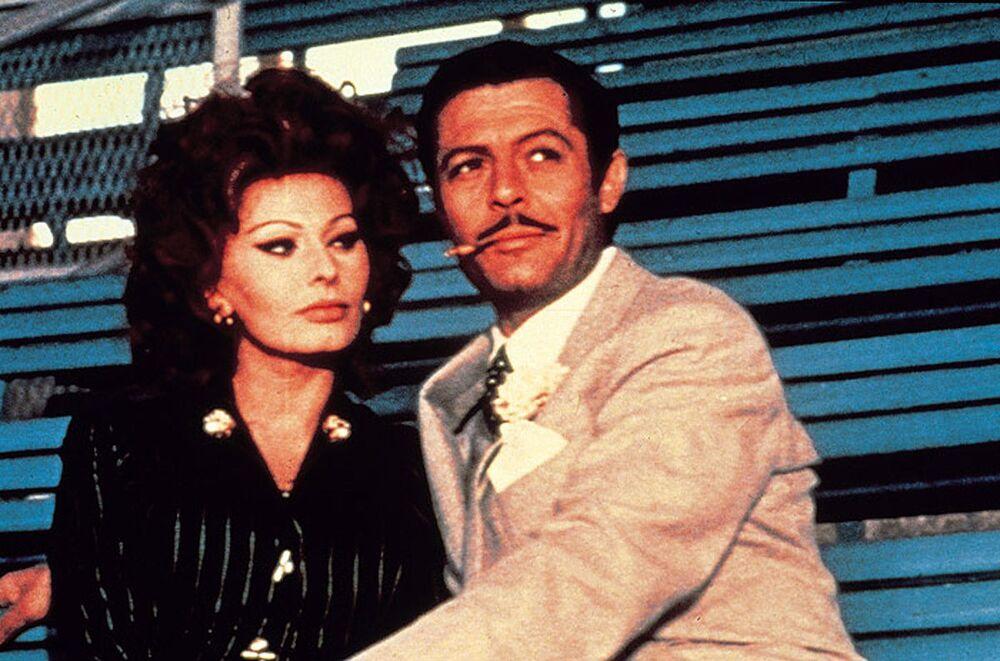 Sophia Loren e Marcello Mastroianni nel film Matrimonio all'italiana, 1964