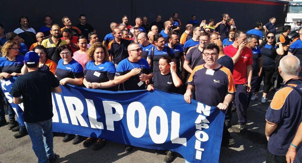 Le manifestazioni dei lavoratori Whirlpool