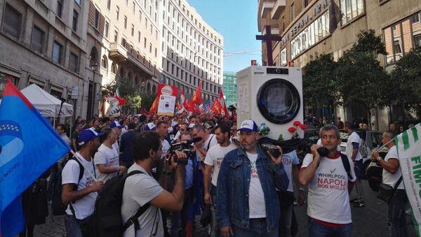 Le manifestazioni dei lavoratori Whirlpool - Sputnik Italia