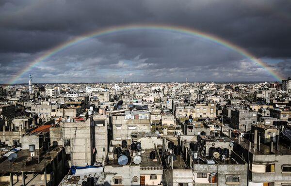L'arcobaleno sopra la città di Rafah, Gaza - Sputnik Italia
