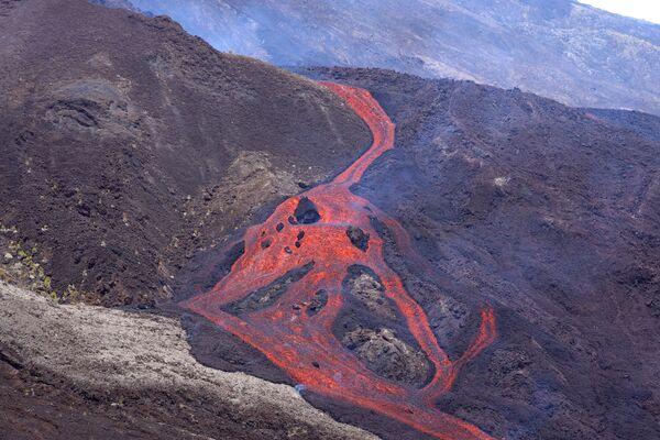 Eruzione del vulcano Piton de la Fournaise nell'isola di Reunion - Sputnik Italia