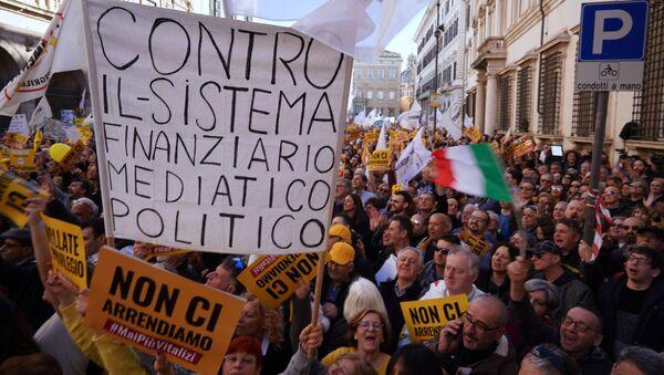 Manifestazione M5s contro i vitalizi a Roma - Sputnik Italia