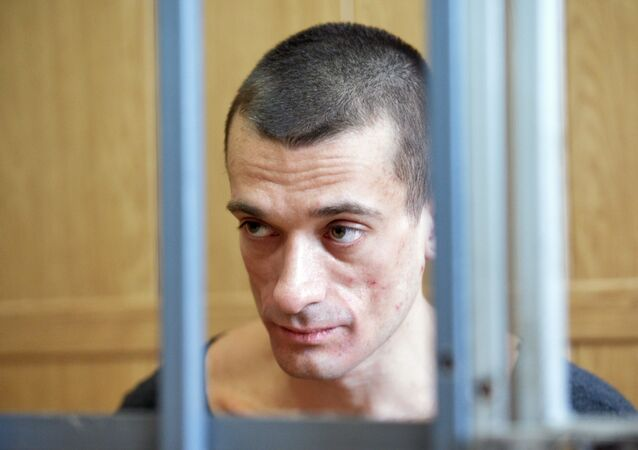L'attivista-artista russo Pyotr Pavlensky