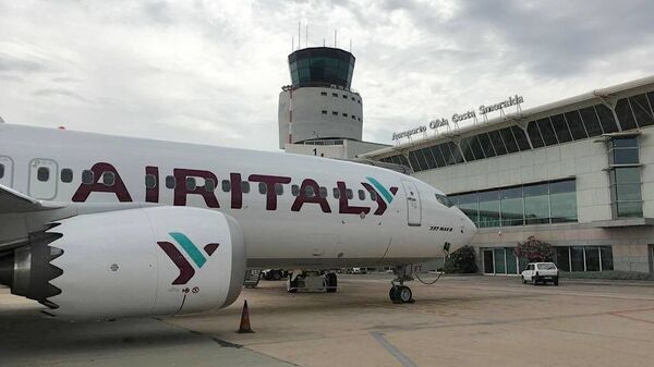 Un aereo Air Italy all'aeroporto di Olbia - Sputnik Italia