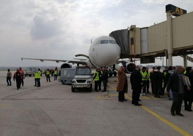 All'aeroporto di Aleppo, riaperto dopo 8 anni, atterra il primo volo da Damasco