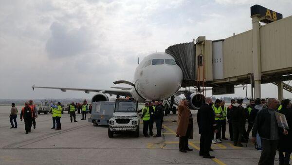 All'aeroporto di Aleppo, riaperto dopo 8 anni, atterra il primo volo da Damasco - Sputnik Italia