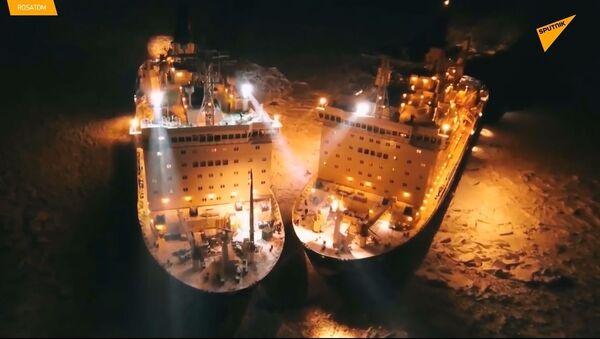 Le rompighiaccio nucleari russe illuminano i ghiacci artici - Sputnik Italia