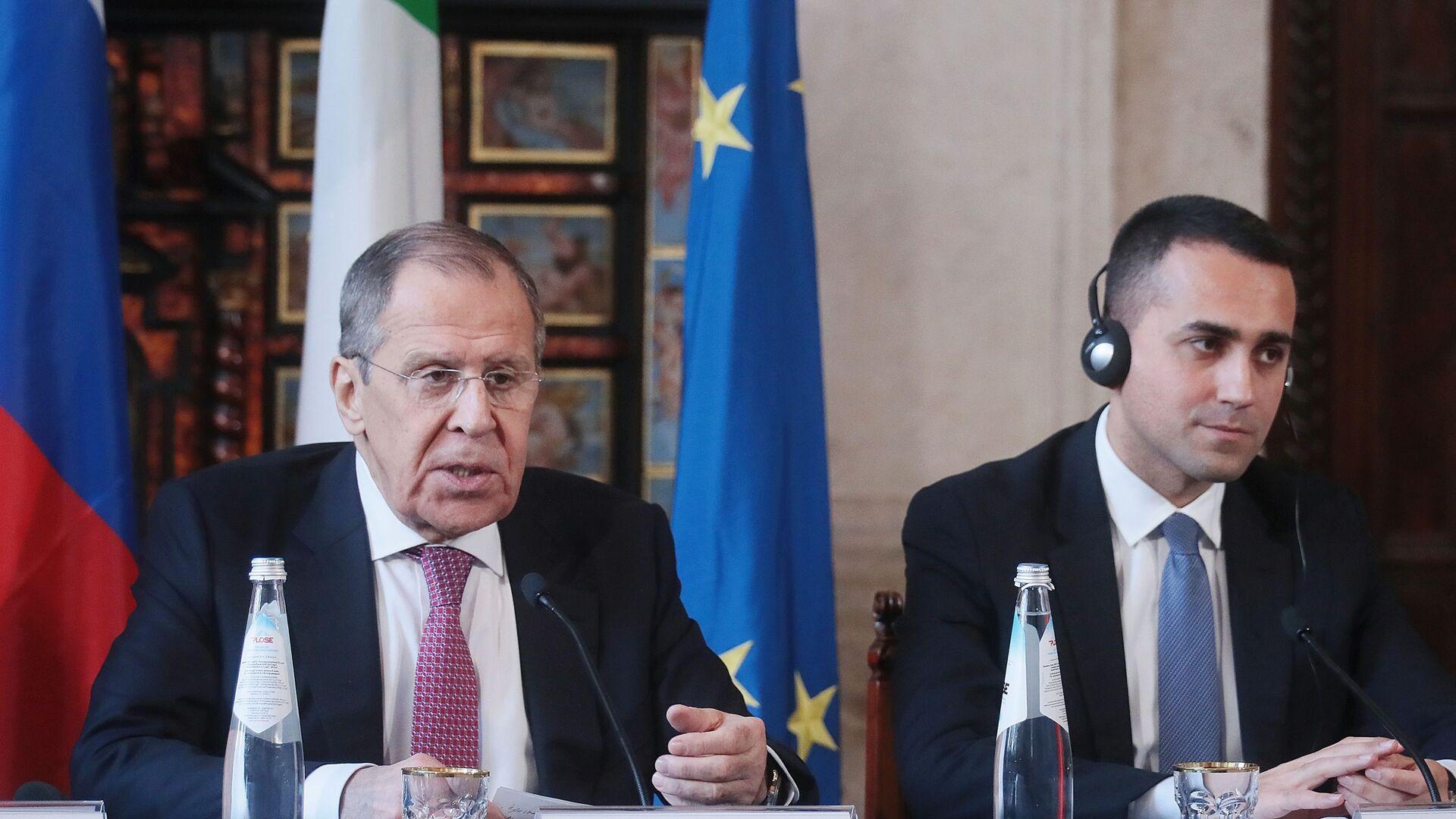 I ministri degli Esteri di Italia e Russia Sergey Lavrov e Luigi di Maio durante l'incontro bilaterale in formato 2+2 Italia-Russia - Sputnik Italia, 1920, 25.06.2021