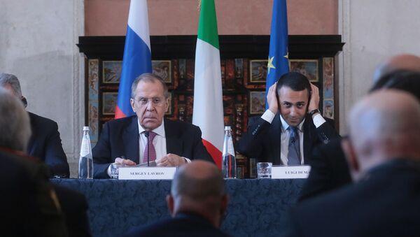I ministri degli Esteri di Italia e Russia Sergey Lavrov e Luigi di Maio durante l'incontro bilaterale in formato 2+2 Italia-Russia - Sputnik Italia