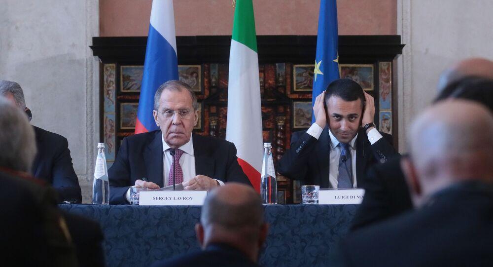 I ministri degli Esteri di Italia e Russia Sergey Lavrov e Luigi di Maio durante l'incontro bilaterale in formato 2+2 Italia-Russia