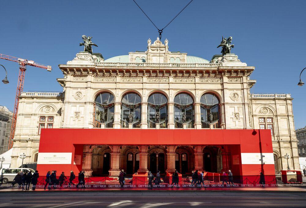 L'Opera di Stato di Vienna è uno dei più importanti teatri lirici del mondo dove gli appassionati dell'opera possono assistere a produzioni di altissimo livello.