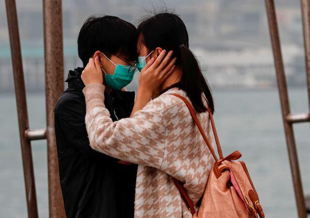 Una coppia in maschere