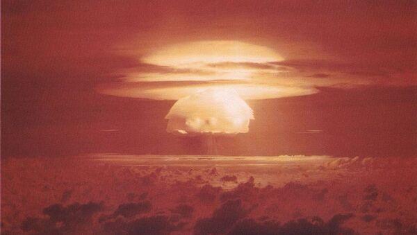 Nuclear weapon test Bravo (yield 15 Mt) on Bikini Atoll - Sputnik Italia