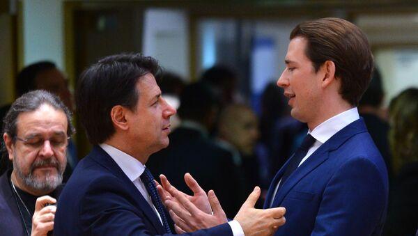 Il cancelliere federale austriaco Sebastian Kurz e il primo ministro italiano Giuseppe Conte al vertice UE a Bruxelles - Sputnik Italia