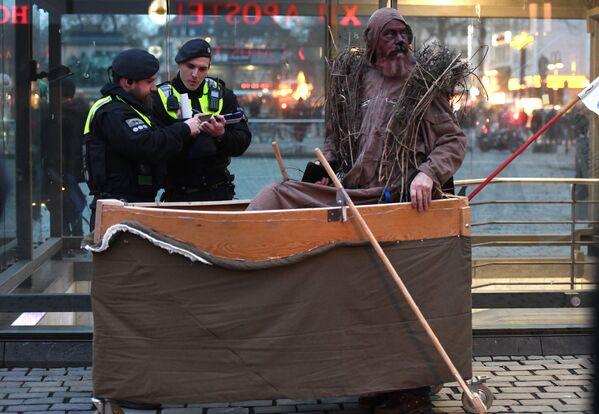 Gli agenti di polizia con un manifestante durante le proteste per il clima in Germania, 15 febbraio 2020 - Sputnik Italia