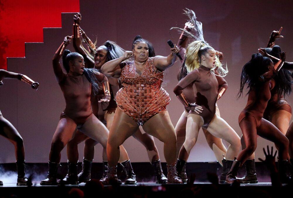 La cantante Lizzo si esibisce ai Brit Awards, Londra, Gran Bretagna, il 18 febbraio 2020