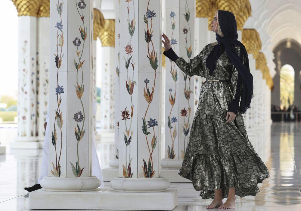 Ivanka Trump nella Gran Moschea dello Sceicco Zayed, Abu Dhabi, negli Emirati Arabi, il 15 febbraio 2020