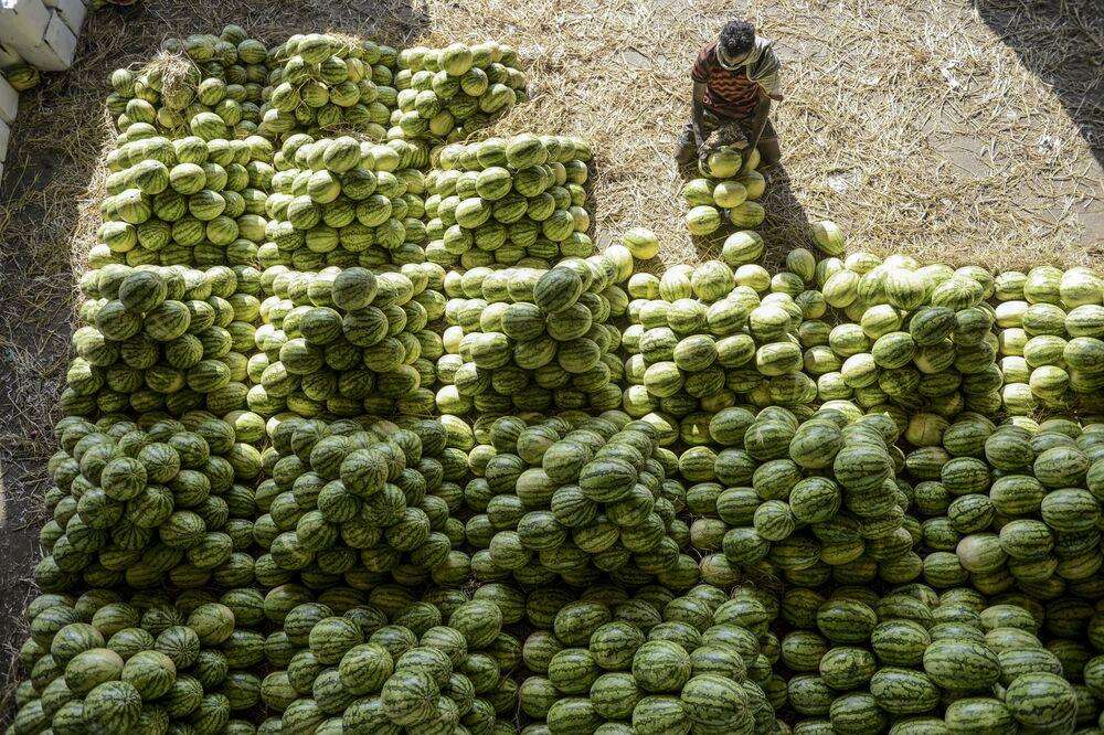 Al mercato di Gaddiannaram, India, il 19 febbraio 2020