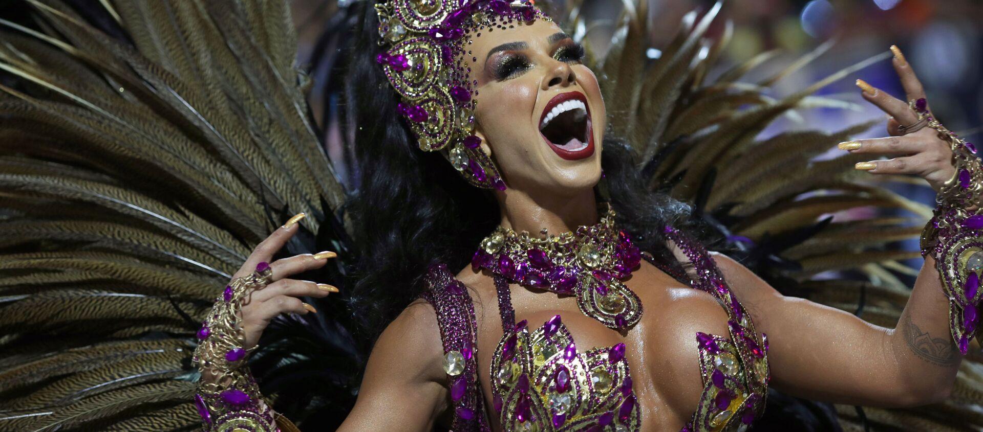 Scuola di samba Barroca Zona Sul si esibisce durante la prima notte del Carnevale al Sambadrome di San Paolo, Brasile, il 21 febbraio 2020 - Sputnik Italia, 1920, 22.02.2020