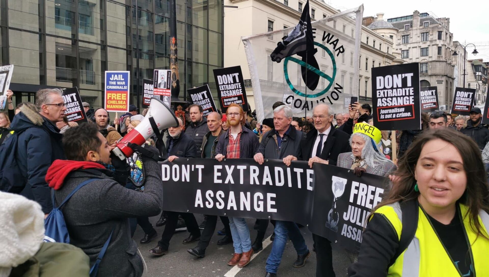 March in Support of Assange Continues in London - Sputnik Italia, 1920, 04.12.2020