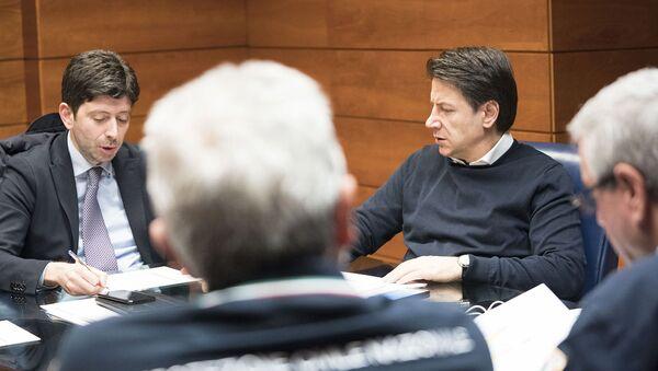 Il Presidente dell Consiglio, Giuseppe Conte, poco prima della riunione del Comitato operativo sul Coronavirus  - Sputnik Italia
