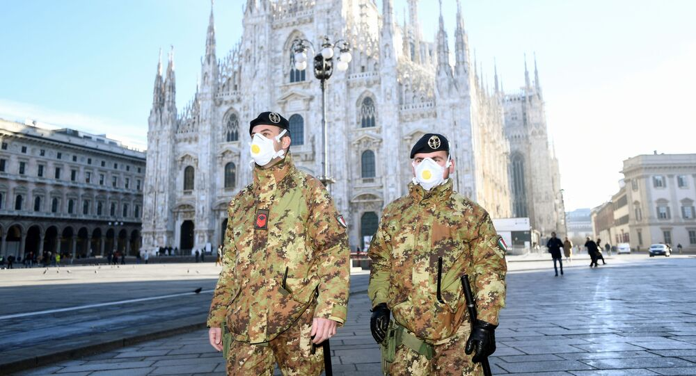 Carabinieri in mascherine a Milano