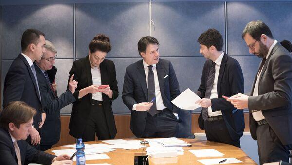 Il Presidente Conte al Dipartimento della Protezione Civile per la riunione del Comitato operativo sul Coronavirus. - Sputnik Italia