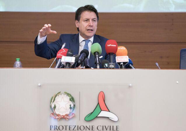 Conferenza stampa del Presidente del Consiglio, Giuseppe Conte, al termine della riunione, presso la sede operativa della Protezione civile, con i Ministri, i Presidenti delle Regioni e i tecnici del Ministero della Salute sull'emergenza coronavirus.