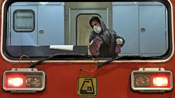 La disinfezione di un treno a Teheran  - Sputnik Italia