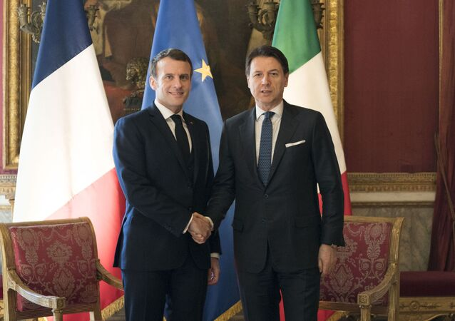 Il presidente francese Emmanuel Macron e il premier italiano Giuseppe Conte (foto d'archivio)