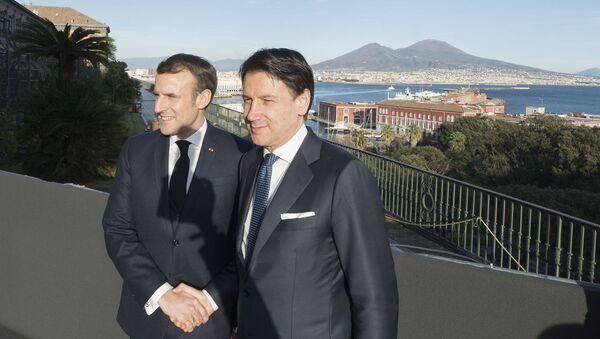 Il Presidente del Consiglio, Giuseppe Conte, con il Presidente della Repubblica francese, Emmanuel Macron, a Palazzo Reale in occasione del XXXV Vertice intergovernativo italo-francese. - Sputnik Italia