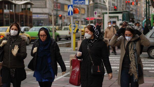 Gli abitanti di Teheran in mascherine - Sputnik Italia