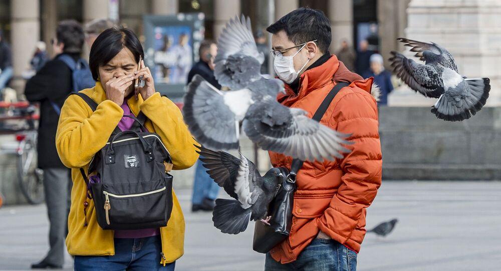 Turisti in mascherine a Milano