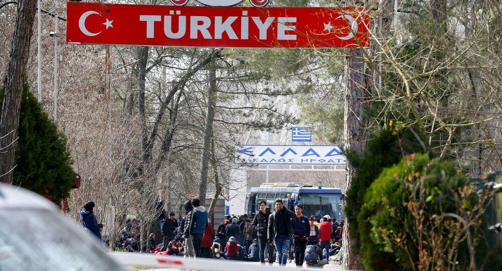 Migranti al confine tra Turchia e Grecia