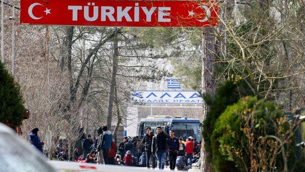 Мигранты на пограничном пункте Пазаркуле в Турции  - Sputnik Italia