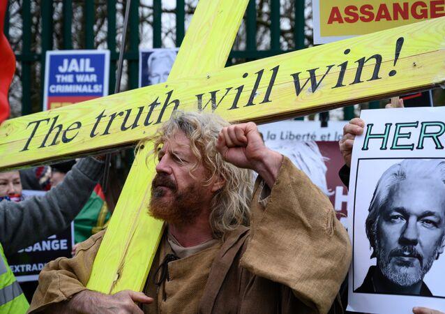 Manifestazione a sostengo di Assange