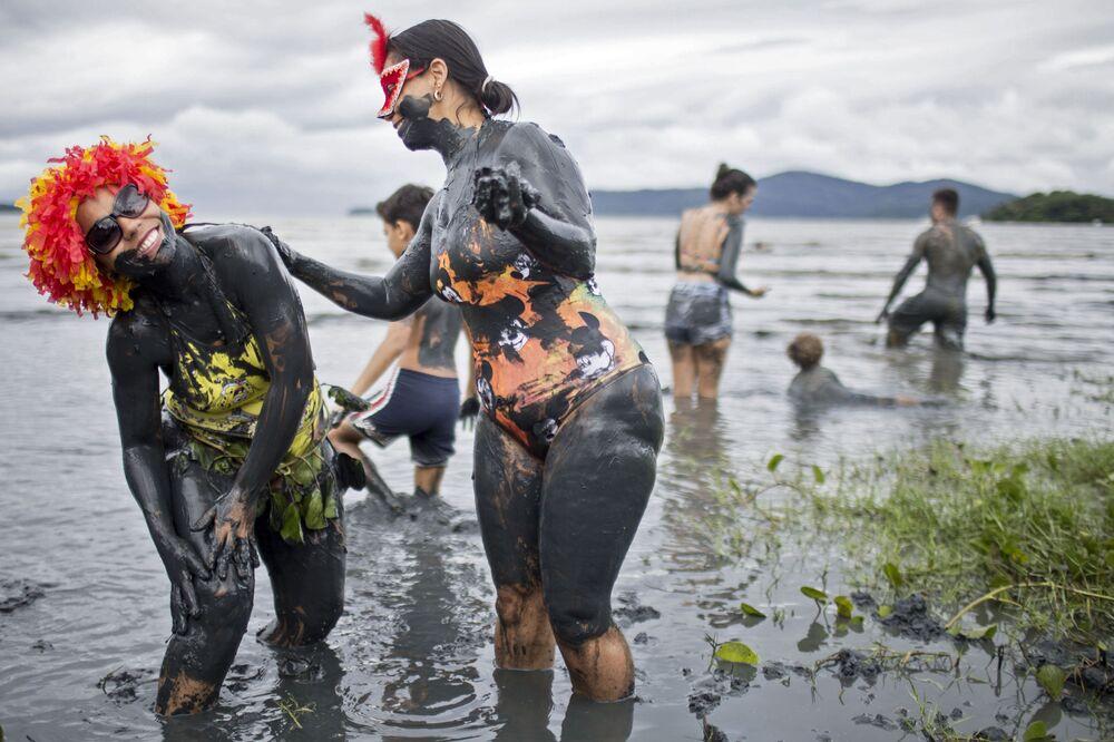 Il carnevale nel fango Bloco da Lama, Brasile