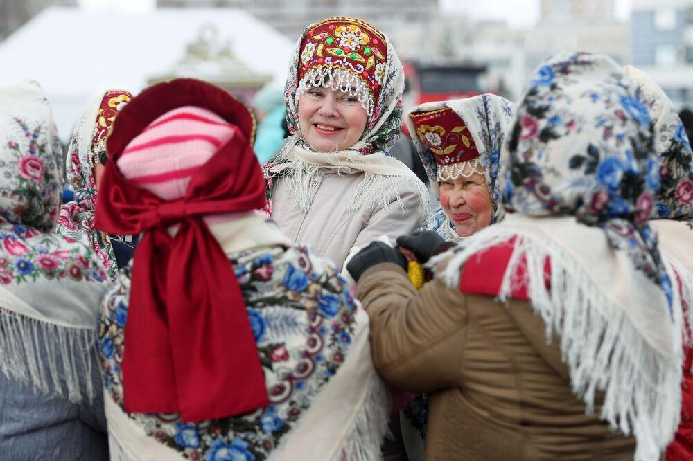 Le partecipanti alla celebrazione di Maslenitsa a Kazan, Russia