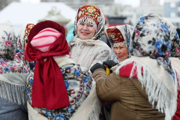 Le partecipanti alla celebrazione di Maslenitsa a Kazan, Russia - Sputnik Italia